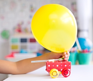 2-diy-balloon-powered-juice-car(1)